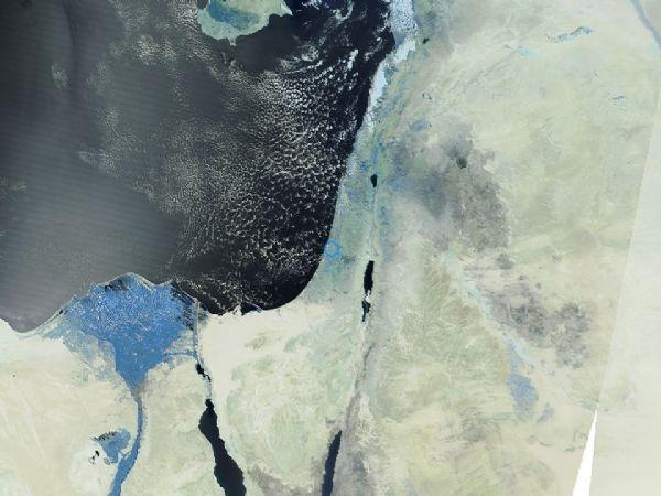 كميات كبيرة من الغيوم الركامية ترافق المنخفض الجوي المتمركز جنوب جزيرة قبرص