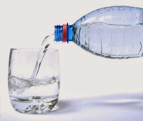أكل الماء أكثر فائدةً لصحّتك من شربه.. آخر ما توصّل له خبراء التغذية