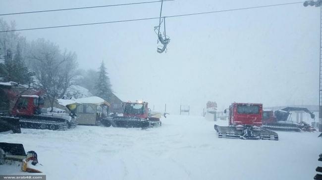بالصور .. عاصفة ثلجية قوية وحرارة تصل الى 6 تحت الصفر في جبال الشيخ