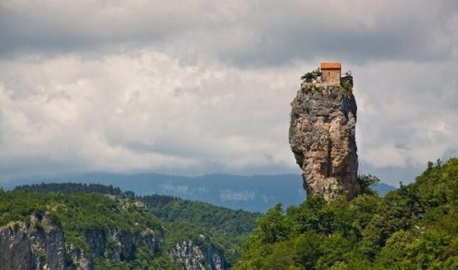 بالصور... المنازل الأكثر عزلةً في العالم!