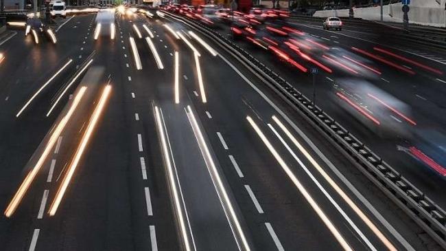 جنون السرعة في ليل موسكو! (فيديو)