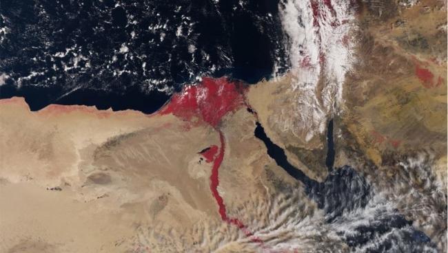 لماذا تجري مياه النيل باللون الأحمر القرمزي في أحدث صور للأقمار الصناعية؟