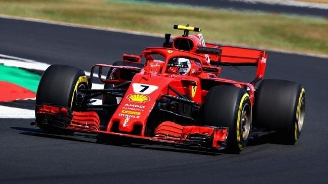 لماذا يتّخذ سائقو سيارات فورميلا ون F1 وضعية استلقاء غريبة داخل قمرة القيادة عند السباق؟