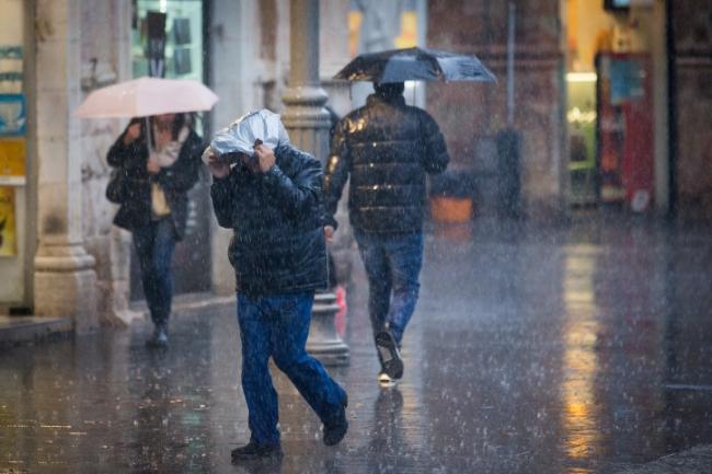 تطور الحالة الجوية للساعات القادمة... النشرة الصباحية الهامة