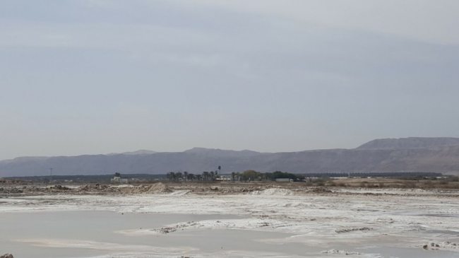 شبح الجفاف يلاحق البحر الميت..عشرات الشركات الاسرائيلية تنهب خيراته