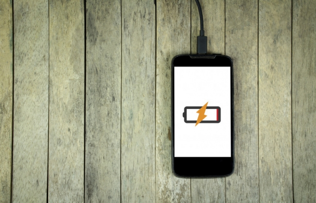 اشحن الهاتف الذكي بشكل صحيح.. إليك كل ما تحتاج معرفته عن البطاريات والشحن المثالي
