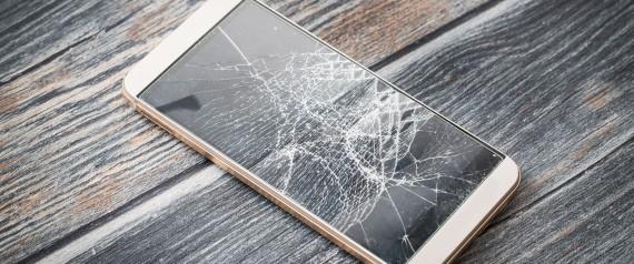طريقة الشحن وواق الشاشة.. تعرَّف على كيفية حماية هاتفك الذكي من التلف