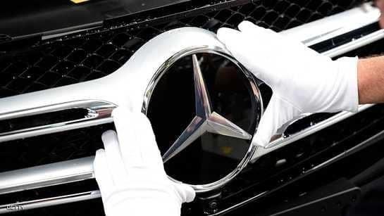 """سحب ربع مليون سيارة مرسيدس تحمل """"أجهزة تلاعب"""""""