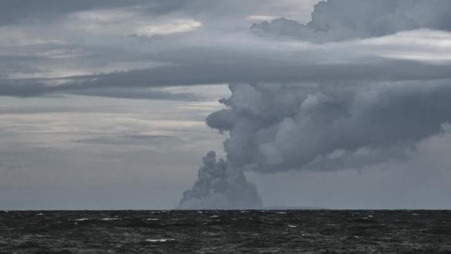 كيف يُحدِث المد والجزر الزلازل في أعماق المحيطات؟