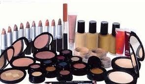 هل تسبب مساحيق التجميل (المكياج) السرطان؟