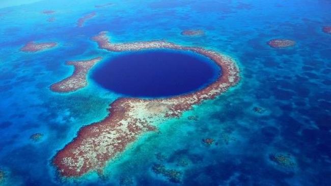 """اكتشاف خطير داخل حفرة """"الزرقاء العظيمة""""!"""