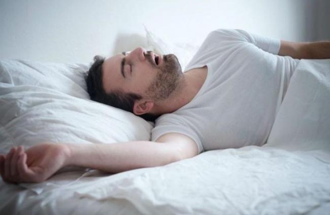 9 أشياء غريبة تحدث لجسمك أثناء النوم.. تعرف عليها