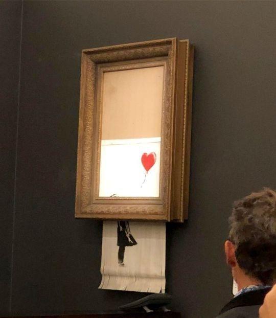 شاهد الفيديو... لوحة تمزق نفسها بعد ثوان من بيعها بمليون استرليني