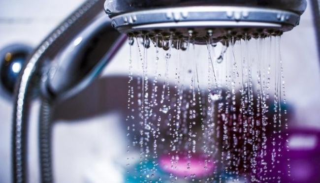 15 عادة سيئة تجنب القيام بها أثناء الاستحمام