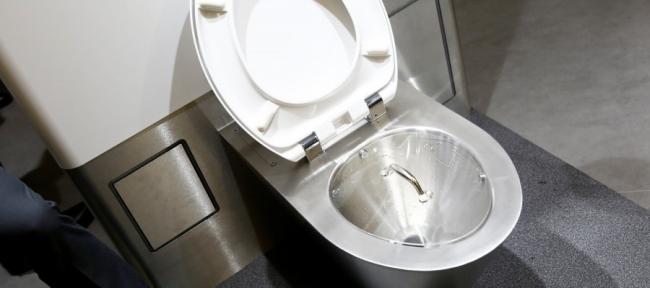 كيف ينوي بيل غيتس توفير 233 مليار دولار عبر إعادة اختراع المرحاض؟