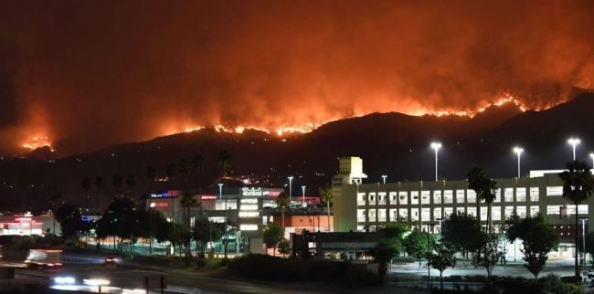 مقتل 10 على الأقل وتشريد الآلاف بسبب حرائق الغابات الهائلة في كاليفورنيا