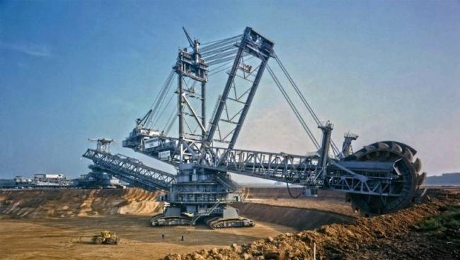 10 من أكبر وأغرب الآلات في العالم