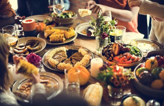 كيف يمكنك أكل كل شيء دون زيادة وزنك؟