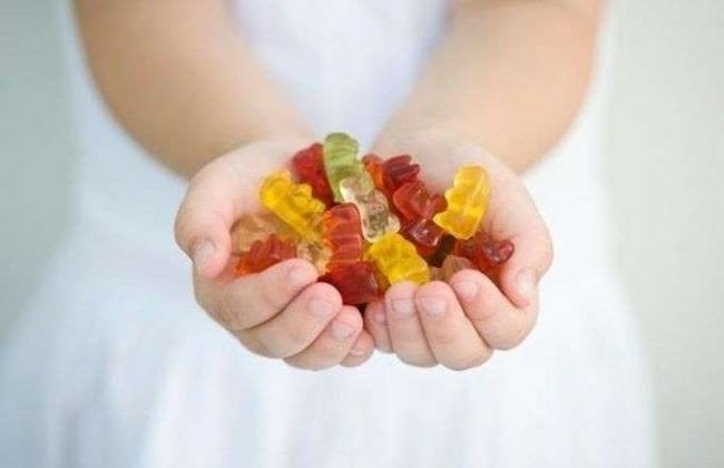 اضرار محتملة فيتامين للاطفال على شكل حلوى