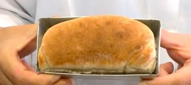 خبز مصنوع من الصراصير! ولكنه يحتوي على بروتين أكثر من اللحوم الحمراء.. هل تفكر بتجربته؟