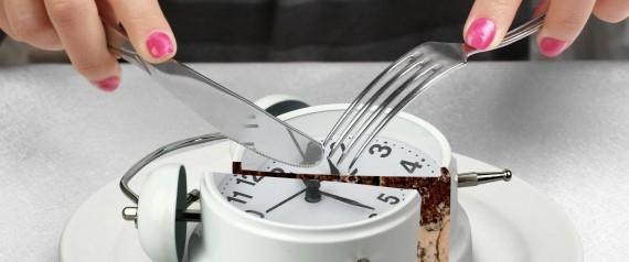 تناول الطعام بملل!.. هذا ما يحدث لجسمك عند التهام وجباتك بسرعة