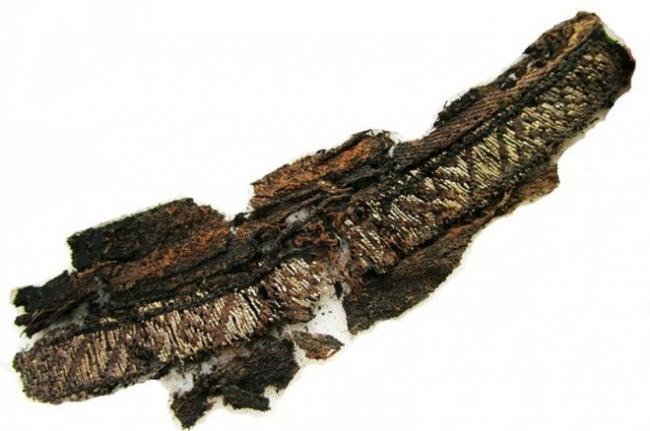 """العثور على كلمة """"الله"""" مطرزة على ملابس جنائزية من عصر الفايكنغ"""