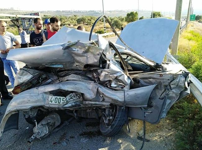 بالصور.. مصرع شاب وإصابة إثنين آخرين في حادث سير مروع نابلس