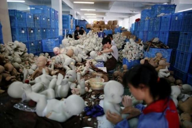 شاهد: هكذا تُصنع البضائع الصينية قبل وصولها إلينا... الوجه الآخر لـ البضائع الصينية!
