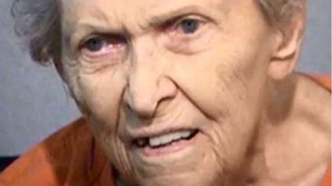 لماذا أقدمت عجوز بعمر 92 على قتل ابنها؟