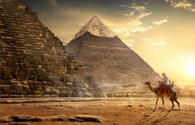 ليس العبيد مَن بنوا الأهرامات، وكليوباترا لم تكن جميلة.. 10 حقائق ربما لا تعرفها عن مصر القديمة