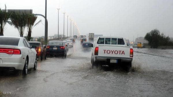 7 قتلى بأمطار غزيرة تضرب السعودية