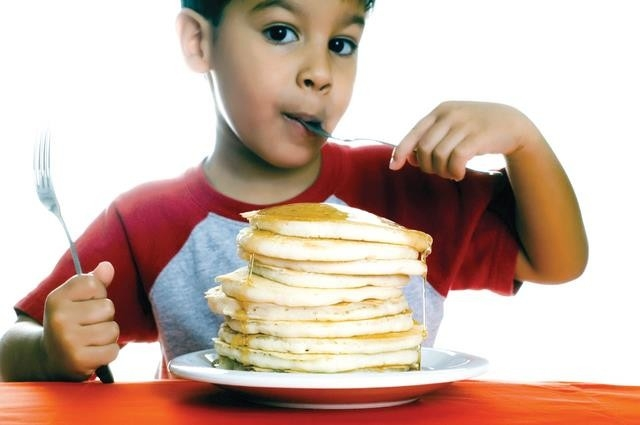 الفطور والعشاء مع الأهل يقي من السمنة