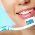 خمس أشياء من الممكن أن تقومي بها عند تفريش أسنانك