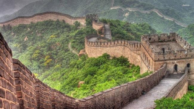 لم يُشيَّد لصدِّ المغول وليس به جثث ولا يمكن رؤيته من القمر.. 10 حقائق عن سور الصين العظيم
