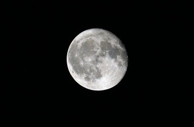ما هي أسرار القمر التي يحاول العلماء كشفها؟
