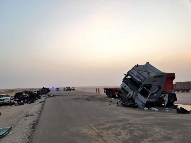 بالصور: حادث مروع.. وفاة 7 من أسرة واحدة في عُمان