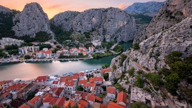 أروع الأنهار في العالم.. تجذب محبي الطبيعة والمغامرة