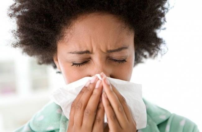 لماذا يجب أن تغطي فمك وعيناك عندما تقوم بالعطاس ؟