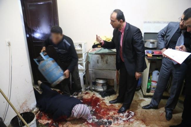"""بالصور: قاتل المغدورة """"حسنين"""" يمثل جريمته"""