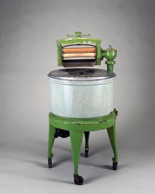 كيف كانت الأجهزة الكهربائية والاختراعات الحديثة في أول ظهورٍ لها؟