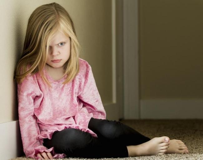 4 كلمات إياكم ان تتلفظوا بها لأطفالكم!