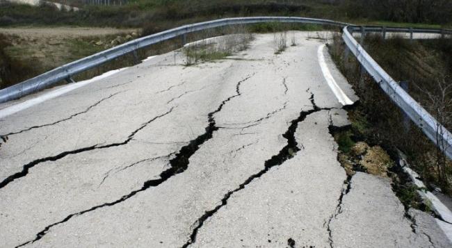كيف تهتز الأرض وتضرب الزلزال ؟