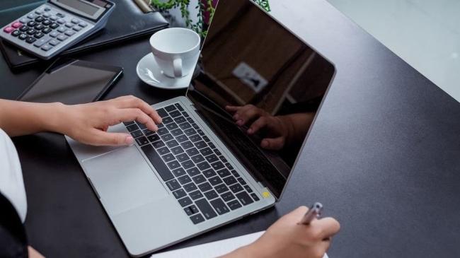 أبرز 5 أخطاء قد تؤدي إلى تلف حاسوبك المحمول