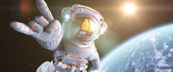 ماذا لو فقد رائد الفضاء مركبته؟ شركة تبتكر سترات نجاة مستمدة من الرحم تحمله بسلام إلى منزله