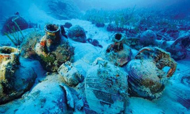 """بالفيديو.. اكتشاف """"تاريخي"""" في قاع البحر الأسود"""
