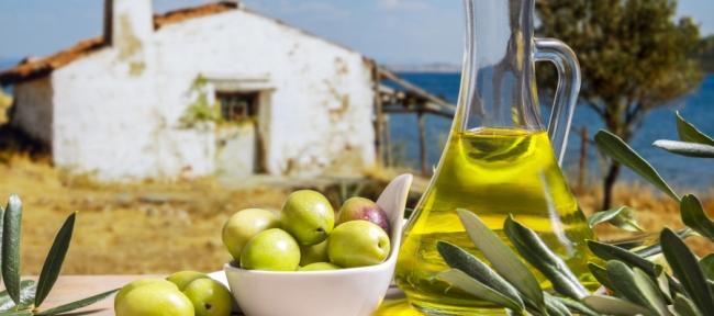 «البترول الأخضر» حاصد الجوائز العالمية.. ما هو سر زيت الزيتون التونسي الذي ينافس إنتاج إسبانيا وإيطاليا؟