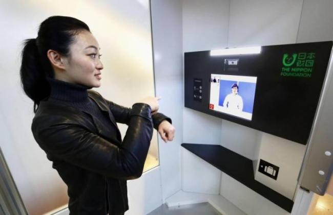 هاتف ذكي لمساعدة الصم في مطار باليابان