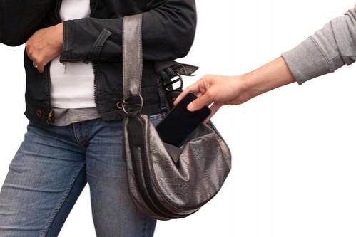 إلقاء القبض على عصابة من النسوة في نابلس بعد إرتفاع حالات السرقة أمس