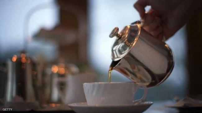 العلم يحسمها: ماذا يفعل الشاي والعصائر المحلاة بجسمك