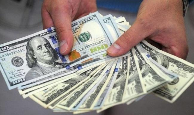 الدولار يكسر كل الحواجز ويصعد بشكل كبير أمام الشيكل